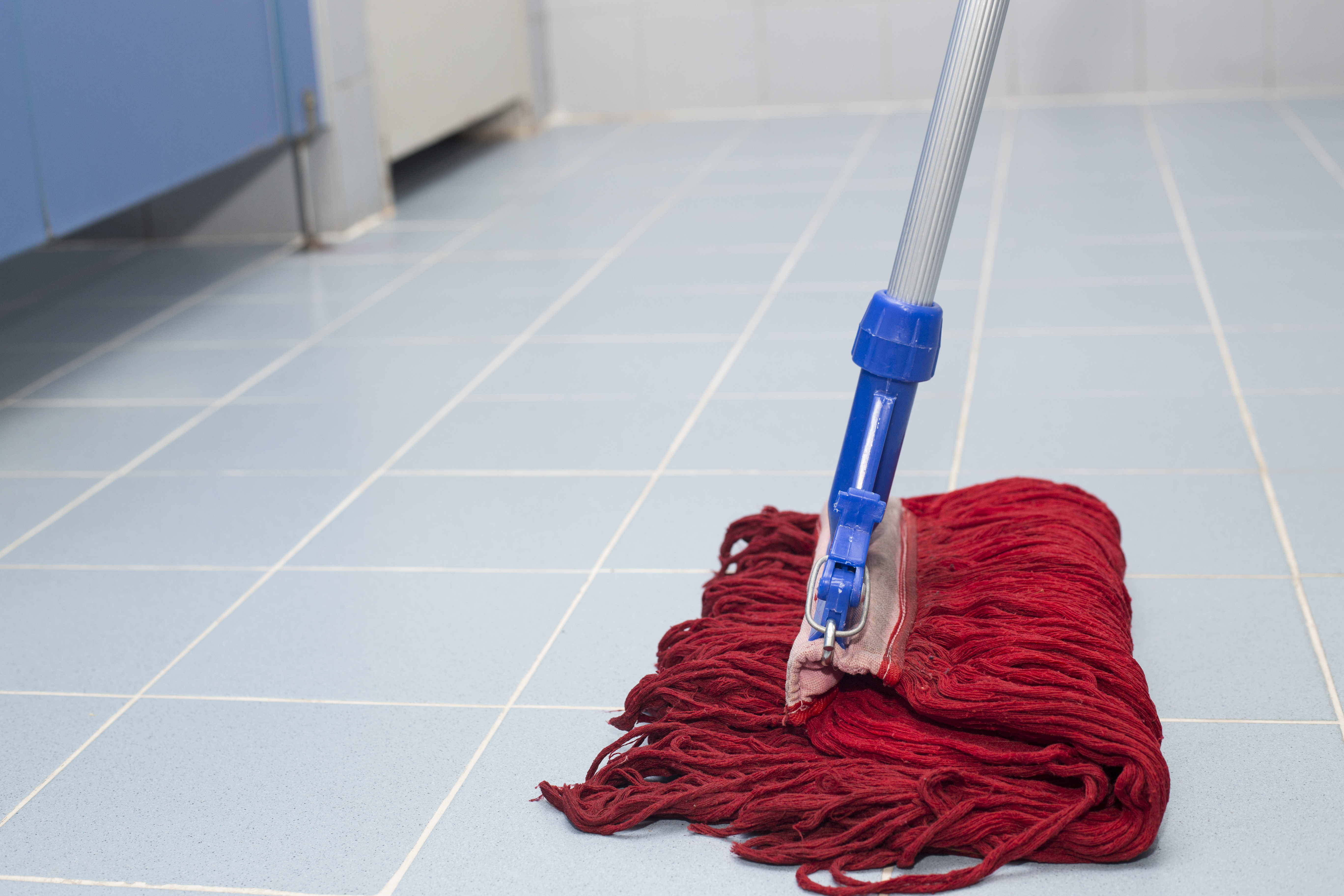 Easily And Efficiently Mop Dirty Floors 3 Pro Tips
